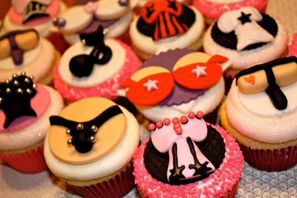 Adult style cute bachelorette Cakes and cake pops in delhi for the indian bride and her bridesmaids| bachelorette cake| adult theme| kinky cakes| funny cakes in delhi | bachelorette ideas| bachelorette party ideas| indian bridesmaids| indian wedding blog| bra thong cakes| naughty cupcakes|kinky
