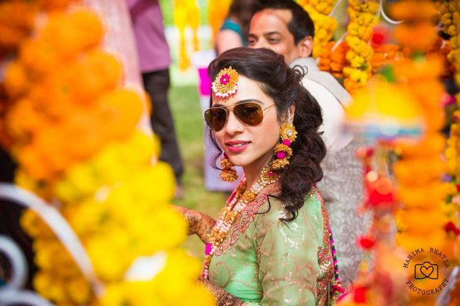 How to get the perfect mehendi look for every Indian Bride | Shades on mode for the bride photo courtesy Mahima Bhatia | Curated By Witty Vows
