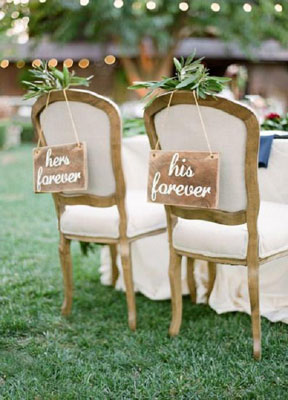 Pastel Indian reception | Daytime rustic reception theme for indian weddings | Wooden chair signs for the bride and groom DIY ideas - Rustic chic wedding reception theme for Indian Wedding Day function - English Style | Curated By Witty Vows