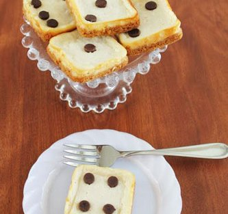Make cheesecakes and add a dot of black for dice! Such a peasy food idea for your diwali party at home