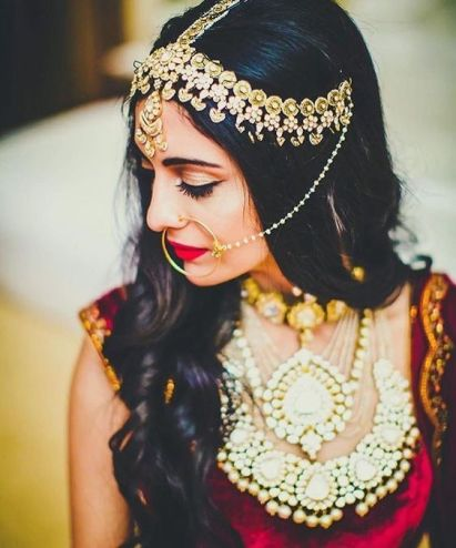 indian bride| traditional Indian jewellery| indian wedding jewellery| wed me good| indian weddings| indian brides | nath | mathapathi| polki necklace| delhi bride | bridal look| Indian Bridal Jewellery | Polki Ring | chandbala earrings | amarpali | three layers set