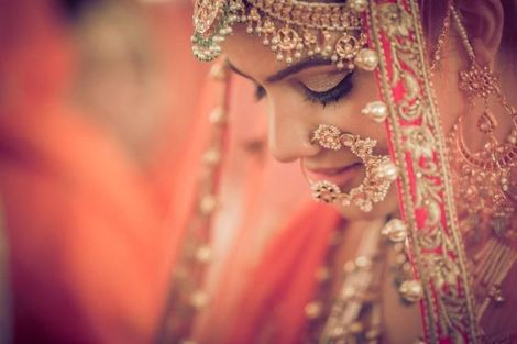 indian bride| traditional Indian jewellery| indian wedding jewellery| wed me good| indian weddings| indian brides | nath | mathapathi| polki necklace| delhi bride | bridal look| Indian Bridal Jewellery | Polki Ring | chandbala earrings | amarpali | Beautiful Bride with Traditional Indian Jewellery