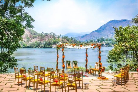 A woodland theme forest destination wedding in the Hills | Bengali wedding by the lakeside | Traditional Bengali wedding ceremony at a destination | The beautiful green and marigold mandap by the lakeside | Genda fool decor ideas |Subhashree and Jonathan | Ideas | curated by Witty Vows