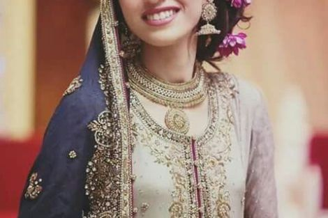 Indian wedding hairstyles for Indian Brides |A Pretty Side Bun with flowers in your hair | With a half maangtika