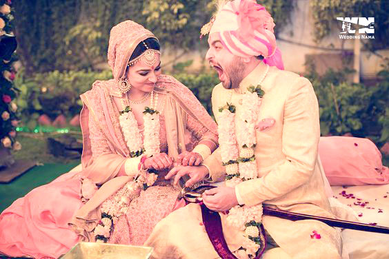Candid bridal photo ideas | Bindaas brides | Witty Vows | photo by wedding Nama | Fabulous and fierce bride putting the tight ring on the groom's fingers! funny photo