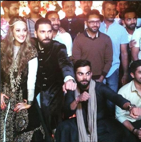 Yuvraj Singh's Pretty Punjabi wedding in Chandigarh | Yuvraj Singh and Hazel Keech at their Sangeet with Virat Kohli