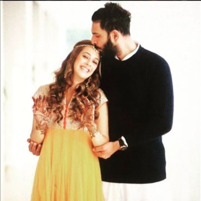 Yuvraj and Hazel at the Mehendi | Source yuvrajfanpage
