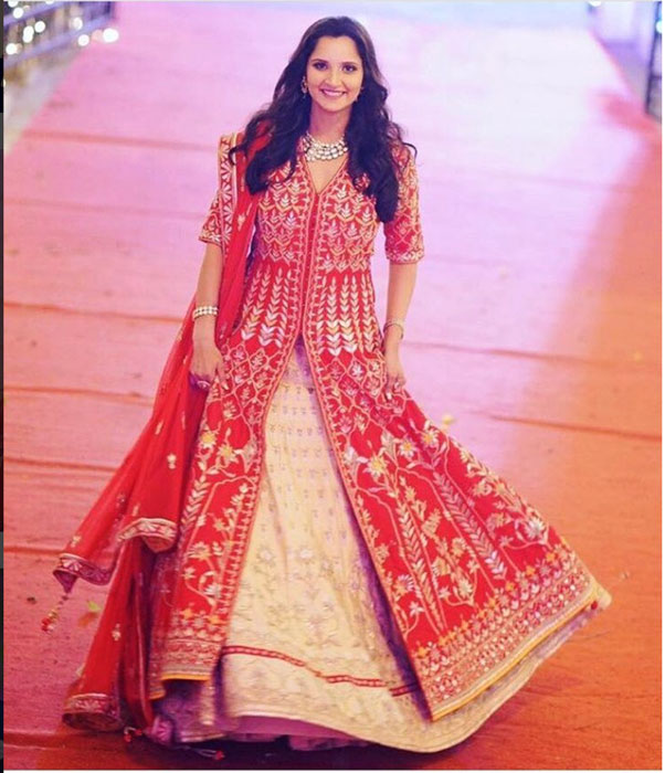 Sister of the bride style - Sania Mirza bowls us over with her fashion picks fro sister Anam's wedding week | Anita Dongre | Curated By Witty Vows
