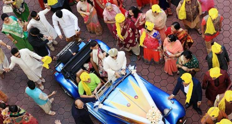 Indian groom entry ideas | REagal and Royal | Groom enters in a blue vintage car | Curated by witty vows