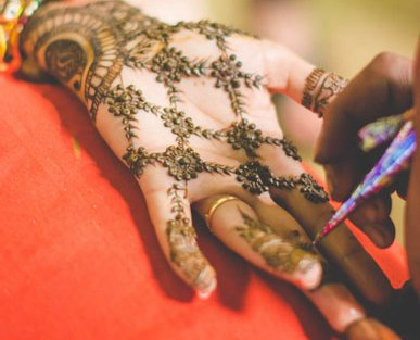 trending minimal new bridal mehndi design ideas for this wedding season | Jaali design Henna with empty spaces