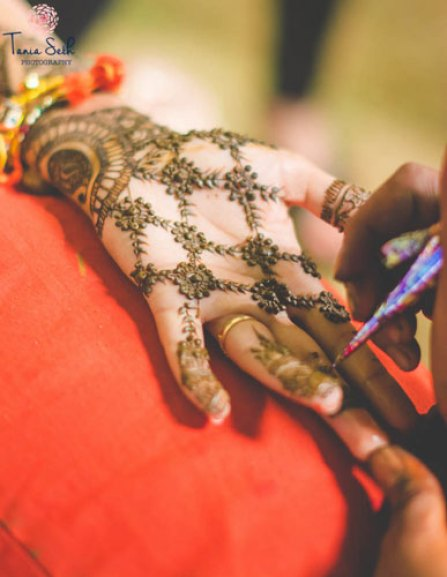 trending minimal new bridal mehndi design ideas for this wedding season | Jaali design Henna with empty spaces