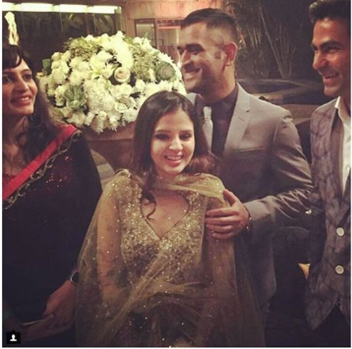 Yuvraj Singh's Wedding reception & Sangeet in Delhi | M.S. Dhoni with wife sakshi at Yuvraj's Delhi reception