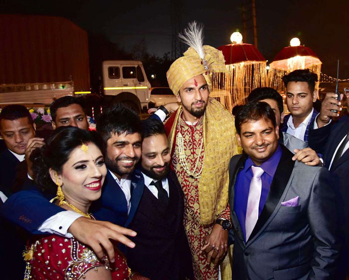 photos from cricketer Ishant Sharmas wedding to Pratima Singh | Cricketer Ishant Sharma's wedding to pratima Singh in Gurgaon | Photos of Ishnat Sharma with his freinds