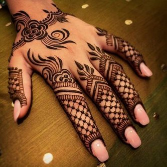Minimal new mehndi design ideas for this wedding season | Henna Ideas | Lace Style Henna with Jaali on back of the hand