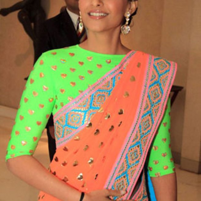 Sonam kapoor wears a Manish Arora Lucra Blouse   Manish Arora's collection 2016 Blender's Pride   Mehndi outfit Ideas to steal from Manish Arora's New Collection