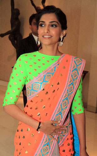 Sonam kapoor wears a Manish Arora Lucra Blouse | Manish Arora's collection 2016 Blender's Pride | Mehndi outfit Ideas to steal from Manish Arora's New Collection