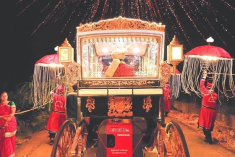 Indian groom entry ideas | Groom enters in a carriage with fireworks | Curated by witty vows