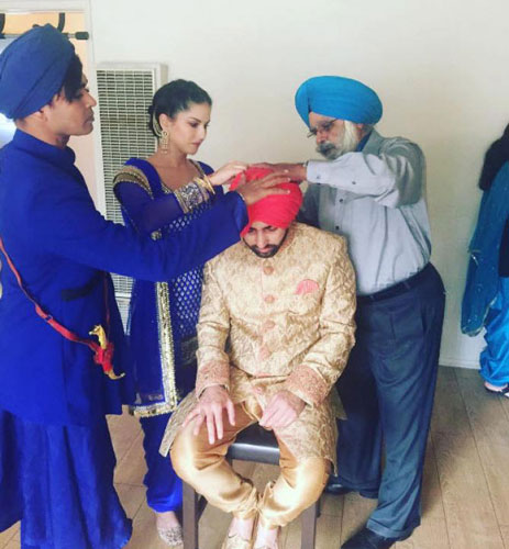 Pretty Punjabi NRI Wedding in a gurudwara | Sunny leone's Brother Sandeep vohra got married in a pretty Gurudwara Ceremony in LA | Sunny Helps tie the turban on her brother for his wedding