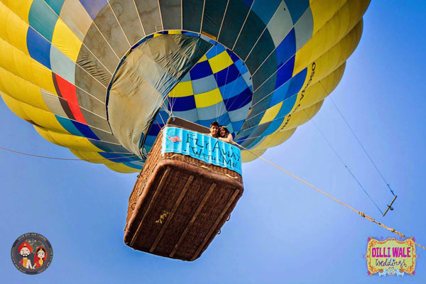 Groom and Bride exit ideas for Indian Weddings | vadai ideas | wedding send off ideas | couple exit ideas | Indian couple exit wedding in a hot air balloon | Destination wedding ideas | Shot by Camera Wale Baraati + Dilli Walli Weddings