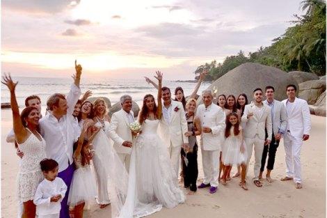 Top Indian Celebrity Weddings 2016 | Stunning wedding ideas from Lisa Hayden's wedding to Dino lavani | Bangkok Beach wedding | christian ceremony | lisa hayden wedding gown | Lisa with friends holding her wedding train