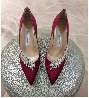 Latest designer wedding shoes for Indian Brides| Wedding heel | wedding wedges| bridal sandals | Sabyasachi Mukherji| Christian louboutin | jimmy choo | manolo Blahnik | Ralph & Russo | Wedding Salad | Oscar Dela Renta