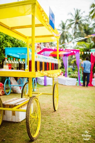 Wedding Caterer selection | Indian Wedding Food Ideas | Advice from the best caterers in Delhi | Kitschy fun bright mehndi decor | Gola cart at Indian mehndi | Shot by The Wedding Salad | Yellow cart for drinks