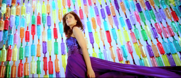 decor ideas from bollywood film phata poster nikla hero | bollywood wedding | fun diy mehndi decor ideas | rang sharbaton ka | colourful decor for Indian mehndi | colourful glass bottle backdrop