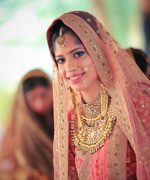 Amrit and Sukriti's wedding | Kundan bridal jewellery | Kundan and gold chain earrings longs | maang tiika | Nath