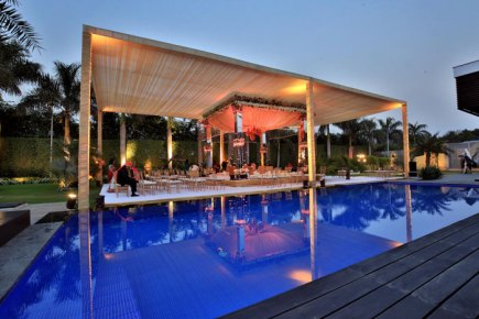 Ridhi Mehra's wedding photos | outdoor mandap by the poolside