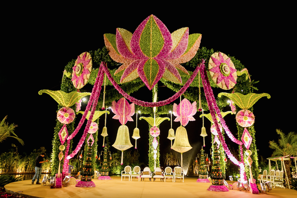 Stunning indian wedding mandap decor ideas to say i do under indian wedding mandap decor ideas indian wedding decor indian wedding alter junglespirit