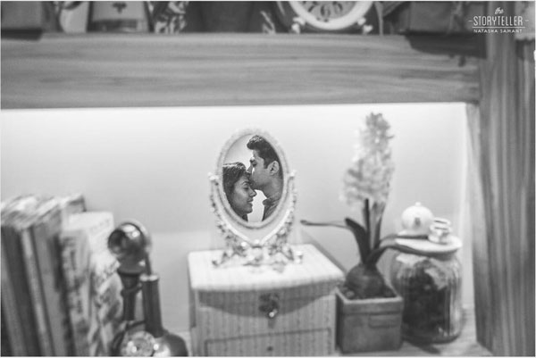 Find the perfect wedding photographer in delhi NCR | Couple photo shot in a mirror on a vintage vanity chest