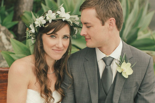 Coordinated outfits, Tips for Couple outfits | Bride and groom wearing matching flowers