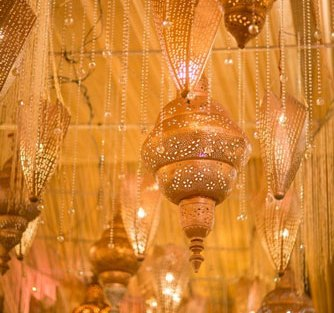 Moroccon lamps in gold hanging from the ceiling with crystals