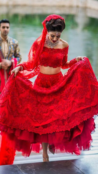Indian Bride | Wedding Lehenga | Bridal Lehenga | Red Lehenga | wedding Dress | Photography by Hitched & Clicked | Dress Test