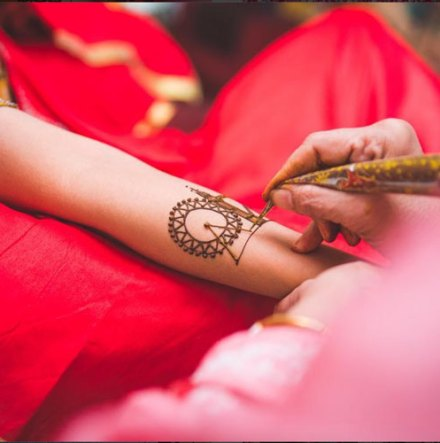 bridal mehndi design | Mehndi idea | Henna designs | Henna story with couple's love story | Miss style Fiesta Mehndi | things you love | bag | diamond | planes