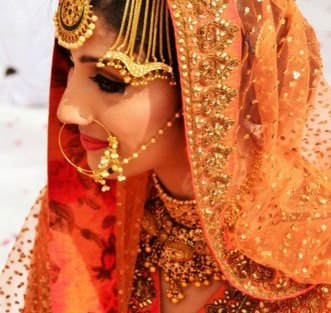 paasa designs | new bridal jhoomar designs | pretty jhoomar design | simple gold and Kundan jhoomar with gold chains | Anupam Sarkar Photography