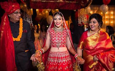 The right shade of red | Blogger wedding | parents walking her to the aisle | Indian bride and her mother | Bridal entry ideas