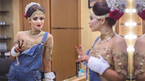 Indian bride in dungarees | Indian bride in sorts with her wedding blouse | Shorts for wedding outfits | Bride wearing denim with her choli | Coolbluez Photography