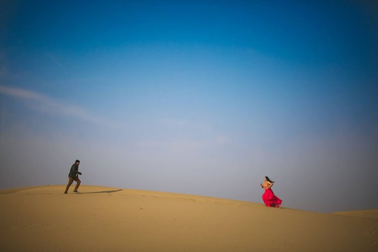 pre wedding shoot in Rajasthan | Bollywood style couple shoot | Veena and Vishal | Shoot (c) Candid Shutters |dreamy Indian wedding shoot in Jaisalmer | doing the bollywood slo mo run | bride in a red gown in the sandy dessert