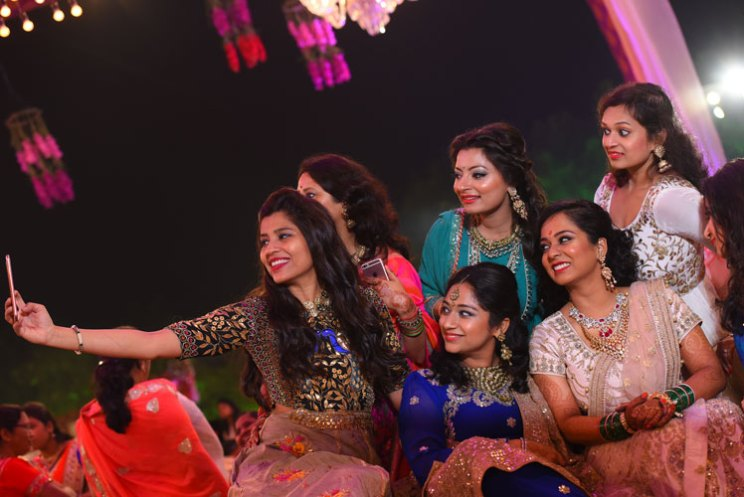 Apoorva and Arjun | Stunning wedding | Kanpur wedding | The selfie moments of the girl tribe.