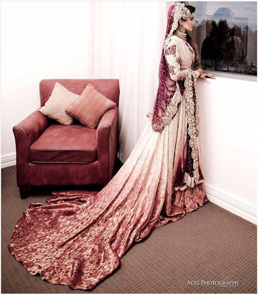 New lehenga styles, Gorgeous lehenga ideas, Unique lehengas | bride wearing a gorgeous ivory and red lehenga with a stunning long trail dupatta