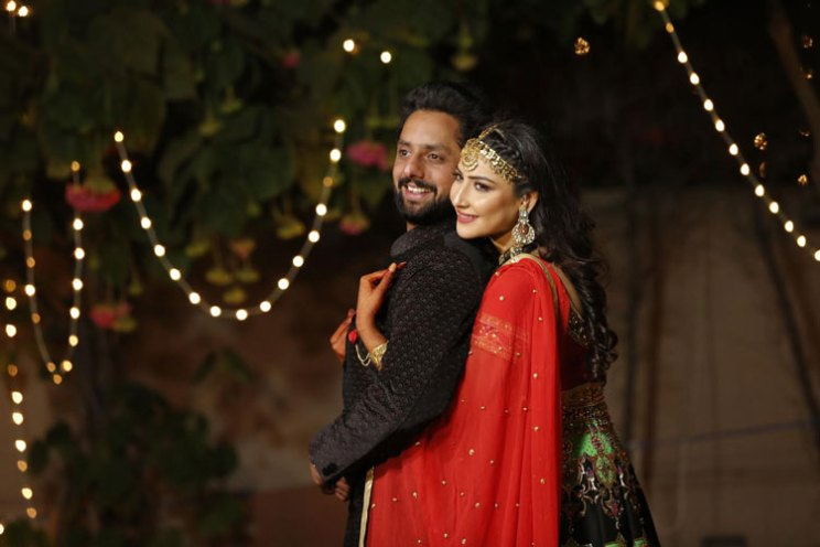 Fun Punjabi wedding ideas | Raagini and Gurtej - pretty wedding story | The bride's gold mathapatti is a stunner.
