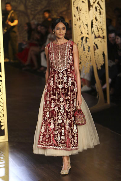 anita Dongre bridal collection | best Indian bridal wear designer Anita Dongre 2017 collection | gotapatti  kurta in maroon with an ivory tulle skirt