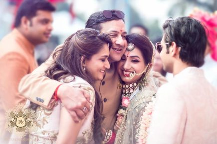Nayana and Jai | Amazing Delhi wedding | Proposal story | Proposal ideas | The bride sharing a happy moment with her family.