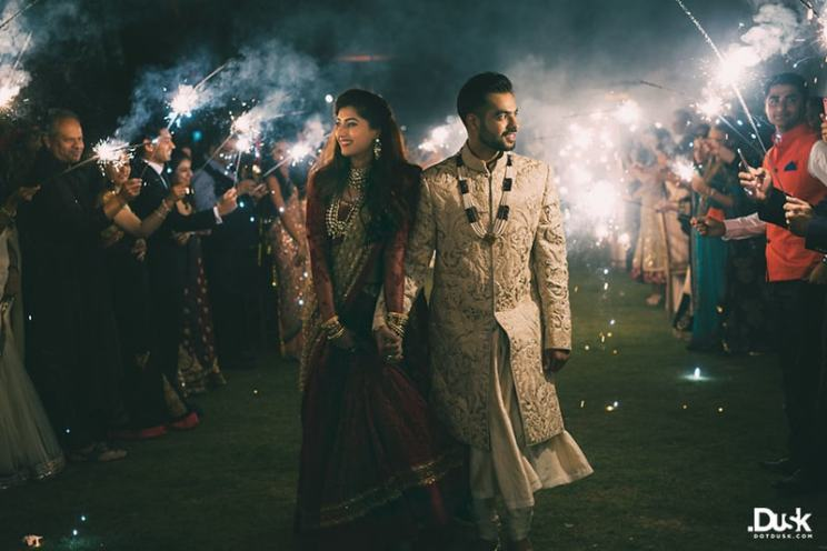Bride & Groom enter in sparklers | Trending AF in 2017 – Some of the NEW WEDDING TRENDS you need to know!
