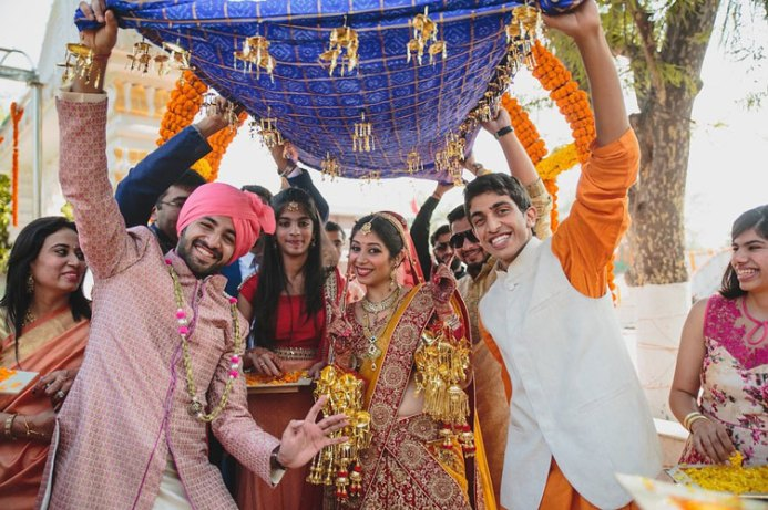 Nimisha and Hemant | Temple wedding in Delhi | The bride entering her wedding day with the boys dancing in the front.
