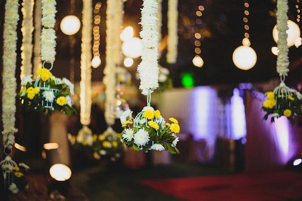 Nimisha and Hemant | Temple wedding in Delhi | The white hangimg flower cage looks so beautiful.