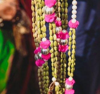 Nimisha and Hemant | Temple wedding in Delhi | The elaichi garland for milini was so beautiful.
