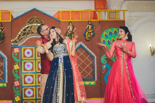 Nimisha and Hemant | Temple wedding in Delhi | The bride enjoying her moments with her parents while they dance.