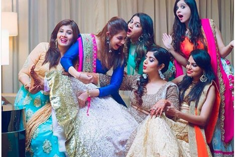 Must have picture with your sqaud|Create memories with your BFF– Bridesmaids photoshoot Ideas WE LOVED!